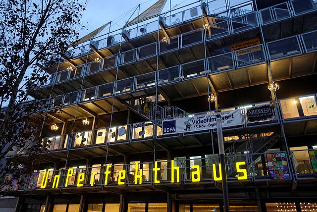 640px-Unperfekthaus_in_Essen,_von_Westen